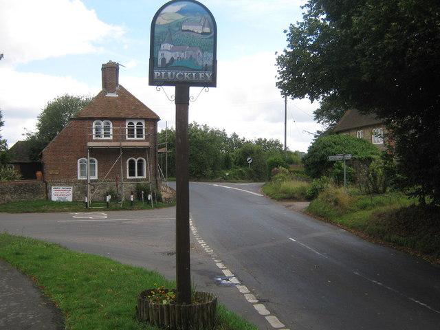 Pluckley-village-sign-©-Copyright-David-Anstiss-httpwww.geograph.org_.ukphoto1426357
